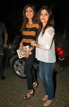 Shilpa Shetty accompanied by sister Shamita Shetty, strike a pose at Anil Kapoor's bash to celebrate trailer preview of #DilDhadakneDo. #Bollywood #Fashion #Style #Beauty
