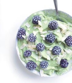 Wheatgrass & Lemon Smoothie Bowl.