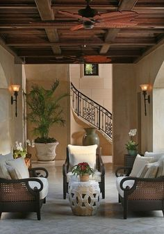 British Colonial Style - 7 steps to achieve this style. Find out how to create this classic look which is the basis of modern day Hamptons and Caribbean style and also has elements of contemporary style with the botanical and greenery trend. West Indies Decor, West Indies Style, Tropical Home Decor, Tropical Houses, Tropical Interior, Tropical Furniture, Tropical Pool, Tropical Colors, Tropical Style