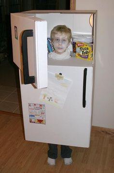 Cardboard box costume of a refrigerator. Dulceros Halloween, Halloween School Treats, Homemade Halloween Costumes, Creative Costumes, Cool Costumes, Kids Costumes Boys, Carnaval Costume, Cardboard Costume, Halloween Disfraces
