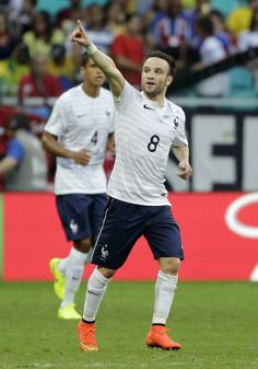 FIFA World Cup 2014 - Francia 5 Suiza 2 (6.20.2014) France's Mathieu Valbuena celebrates after scoring his side's third goal during the group E World Cup soccer match between Switzerland and France at the Arena Fonte Nova in Salvador, Brazil, Friday, June 20, 2014. Christophe Ena / AP