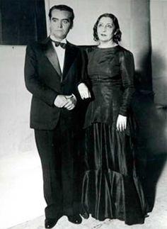 García Lorca con Lola Membrives en el estreno de Bodas de sangre, en Buenos Aires, en 1933