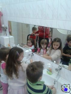 Tak oto dzielnie dzieciaki z 38 Przedszkola Integracyjnego w Warszawie uczyły się z nami myć ręce. Mamy nadzieję, że swoją wiedzą podzielą się z rodzicami.