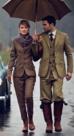 Великолепный лук, парень и девушка в костюмах английского стиля http://ohfashion.ru/stil/istoriya-osobennosti-angliiskogo-stilya-v-muzhskoy-i-zhenskoy-odezhde/