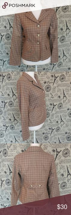 """Pendleton virgin wool blazer Excellent condition wool blazer by Pendleton Size 8 petite Taupe/cream/light blue Fully lined Decorative pockets  3 buttons down front  100% virgin wool  Pit to pit 19"""" Length 23""""  Shoulder to shoulder 15"""" Pendleton Jackets & Coats Blazers"""