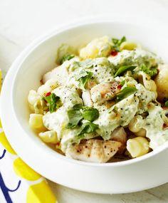 Broileri-avokadopasta kymmenessä minuutissa | Meillä kotona Sunday Recipes, Lunch Recipes, Dinner Recipes, A Food, Good Food, Food And Drink, Yummy Food, Healthy Gourmet, Healthy Recipes