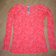 Lorna Jane long sleeve top Bright orange patterned long sleeve top. Cotton material. Super comfortable. In great condition!  Please follow  Instagram- ashhtaylor Lorna Jane Tops Tees - Long Sleeve