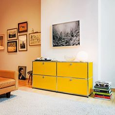 We all live in a yellow submarine. Or in this fancy living room with a USM Haller sideboard if we're lucky. #USMhaller #usmmodularfurniture #interior #homedecor #interiordecor #homedesign #interiorstyling #homeinterior #moderndesign #designlovers #interiordecorator #moderninterior
