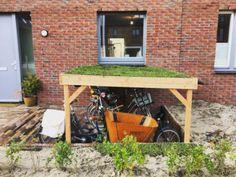 Garage Velo, Bicycle Garage, Bike Shed, Outdoor Bike Storage, Bike Shelter, Living Roofs, Pergola Designs, Little Houses, Play Houses