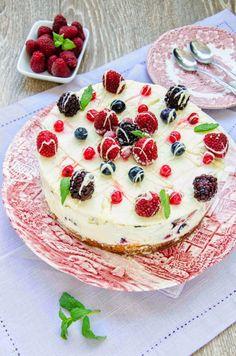 Tort cu înghețată de ciocolată albă și fructe de pădure Ice Queen, Sorbet, Parfait, Cooking Recipes, Ice Cream, Ethnic Recipes, Blog, Birthday Cakes, Queens