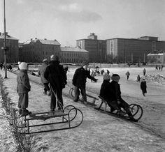 Veľký FOTOnávrat do 60-tych Bratislava, Prague, Old Photos, Nostalgia, Bicycle, Street View, Black And White, Retro, Sneh