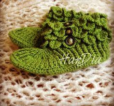 Handmade knit shoes HanDia for adults Botosi tricotati adult HanDia #tricotaje #HanDia #knit #handmade #botosi