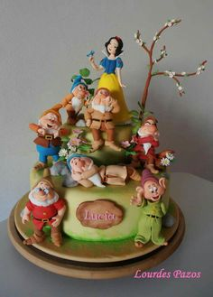 21 Amazing Disney cakes that make us wish we were kids again: Snow White cake Unique Cakes, Creative Cakes, Snow White Cake, Dessert Original, Snow White Birthday, Fantasy Cake, White Cakes, Different Cakes, Character Cakes