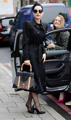 Dita Von Teese Photo - Dita Von Teese Shops Couture Latex Design....réépinglé par Maurie Daboux .•*`*•. ❥