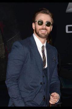 Chris Evans, I love him with a beard!