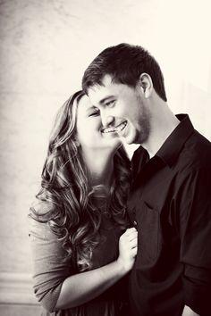 Adorable engagement photo // Photo by Anna B. #weddingphotographerminneapolis #engagementphotos