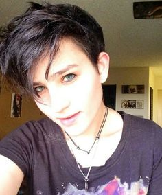 Bex Taylor-Klaus She's so damn dreamy 💕😍 Bex Taylor Klaus, My Hairstyle, Pretty Hairstyles, Pixie Hairstyles, Audrey Jensen, Attractive People, Woman Crush, Celebrity Crush, Pretty People