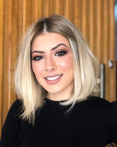 Fresh Short Blonde Haircuts to Update Your Style - Page 3 of 3 - Hannahsdaily Short Haircuts Shoulder Length, Short Blonde Haircuts, Cute Short Haircuts, Latest Hairstyles, Hairstyles Haircuts, Medium Hair Styles, Short Hair Styles, Cabello Hair, Beautiful Hair Color
