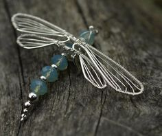 Beautiful Dragonfly wire wrap. In Finnish, but links to the JewelryLessons.com tutorial she used.