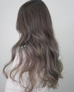 What's your take on the long-running trend? What's your take on the long-running trend? Hair Salon created a french ash grey in balayage style for an ultra chic, sophisticated result accentuated in soft waves ✨✨ Cool Brown Hair, Brown Hair Colors, Ombre Hair Color, Hair Color Balayage, Korean Hair Color, Japanese Hair Color, Ashy Hair, Hair Colour Design, Colored Curly Hair