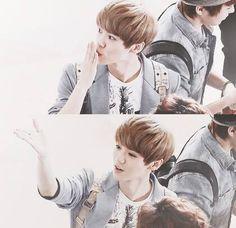 "Exo - Luhan ""Cute Luhan blows a kiss """