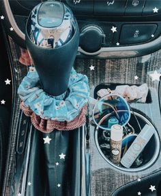Cute Cars Accessories Discover How to be a VSCO girl checklist: scrunchies Birkenstocks & crop tops - Business Insider Some people love her some people hate her. From scrunchies to crop tops heres the ultimate starter kit on how to be a VSCO girl. Bmw I8, Ford Gt, My Dream Car, Dream Cars, Sedan Audi, Rs6 Audi, Design Autos, Cute Car Accessories, Car Interior Accessories