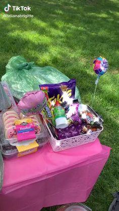 Picnic Date Food, Picnic Cake, Picnic Ideas, Picnic Foods, Picnic Birthday, 14th Birthday, Comida Picnic, Besties, Bff