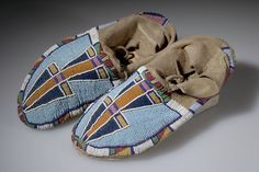 Crow Moccasins, Material: Hide, Beads (Glass), Sinew, Thread, Pigment
