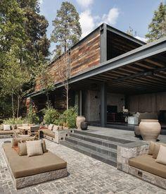 Indoor / Outdoor living with amazing patio | El Mirador House / CC Arquitectos, State of Mexico, Mexico | © Rafael Gamo
