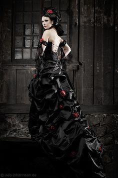 ... brautkleid extravagant extravagantes brautkleid schwarzes brautkleid