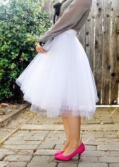 DIY easy tulle skirt (tutorial) For some reason i really love these. Im picturing it with a graphic tee and nude heels.