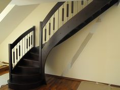 samonosné schody buk kombinovane s nerezou