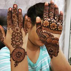 Image may contain: one or more people and closeuple Khafif Mehndi Design, Stylish Mehndi Designs, Mehndi Designs 2018, Mehndi Designs For Girls, Mehndi Design Pictures, Wedding Mehndi Designs, Mehndi Designs For Fingers, Beautiful Mehndi Design, Mehndi Images