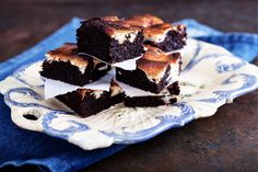 Cheesecake-Brownies Mit Kirschkompott