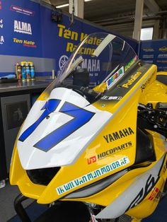 Sponsor ikwilvanmijnmotoraf Yamaha R6 race motor #domi77 #aegerter Yamaha R6, Supersport, Isle Of Man, Motogp, Motocross, Racing, Car, Vehicles, Running