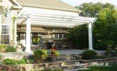 I would have sooo many outdoor parties if we had this pergola.