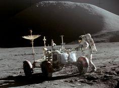 Apollo_15_Lunar_Rover_and_Irwin.jpg (1546×1159)