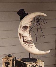 bad ass skull moon decoration (looks Halloween - y) ❤ Retro Halloween, Halloween Prop, Looks Halloween, Halloween Kostüm, Halloween Projects, Holidays Halloween, Halloween Design, Halloween Backdrop, Classy Halloween