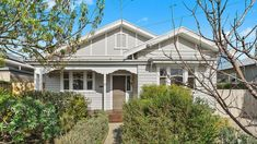 A Californian archetype in Ann Street, Geelong West. Modern Shed, California Bungalow, Bungalow Exterior, Queenslander, Australian Homes, Cottage, House Design, Mansions, Architecture