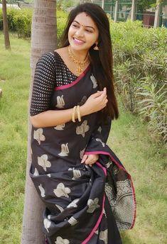 Aasvaa has the latest designer sarees online shopping, designer wear sarees online, shop designer sarees online, buy designer sarees online India. Simple Sarees, Trendy Sarees, Beautiful Girl Indian, Beautiful Saree, Best Designer Sarees, Saree Blouse Neck Designs, Saree Models, Indian Beauty Saree, Indian Sarees