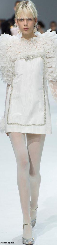 Giambattista Valli FW Couture l Ria Fendi, White Cocktail Dress, Gala Dresses, Wedding Dresses, Italian Fashion Designers, Little White Dresses, Haute Couture Fashion, Couture Collection, White Fashion