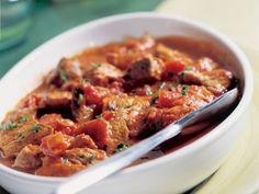 Gemarineerde hamlappen met Proven�aalse tomatensaus Dutch Recipes, Meat Lovers, Slow Cooker, Chili, Curry, Tasty, Beef, Chicken, Cooking