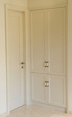 דגם סבתא עם סט תואם לארון חשמל Decor, Entrance, House, Shelves, Doors Interior, Tall Cabinet Storage, Home Decor, Furniture Projects, Closet Cabinets