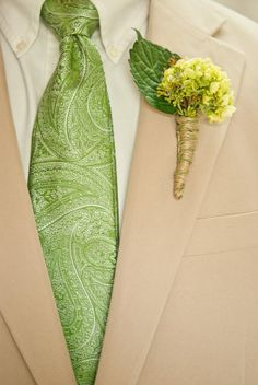I had these for my wedding but they were pale yellow and my grooms was dark brown! <3