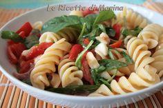Insalata di pasta con pomodori e mozzarella