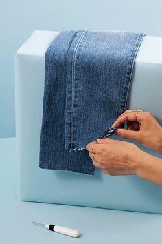Fringe Hem Jeans, Frayed Hem Jeans, Diy Clothes Life Hacks, Clothing Hacks, Clothing Items, Diy Shorts, Shorts Jeans, Jeans Refashion, Diy Jeans