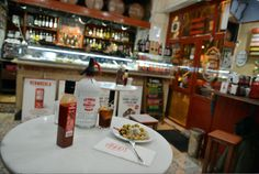 Els millors bars de vermut de Barcelona, els locals imprescindibles per prendre l'aperitiu i les tapes més bones per acompanyar-lo.