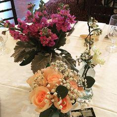 @thetidewaterinn bridal tasting! #wedding #easternshorewedding #easternshoreweddings #roses #babiesbreath #weddingflowers #centerpiece #stock #dvflora by seasonal_flowers_trappe
