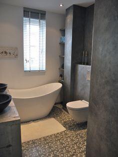 Tadelakt en mozaïek in de badkamer.
