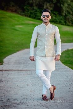 Intricately embroidered bandgala Nehru coat with coordinated peach kurta. Pastel outfit inspiration for Indian groom. Blazer For Men Wedding, Wedding Kurta For Men, Wedding Dresses Men Indian, Wedding Outfits For Groom, Wedding Dress Men, Indian Wedding Outfits, Wedding Men, Men's Wedding Wear, Best Wedding Suits For Groom